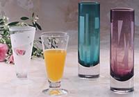 グラスや色つきグラスにパンチシールやカッティングシートを貼り、エッチングしています。